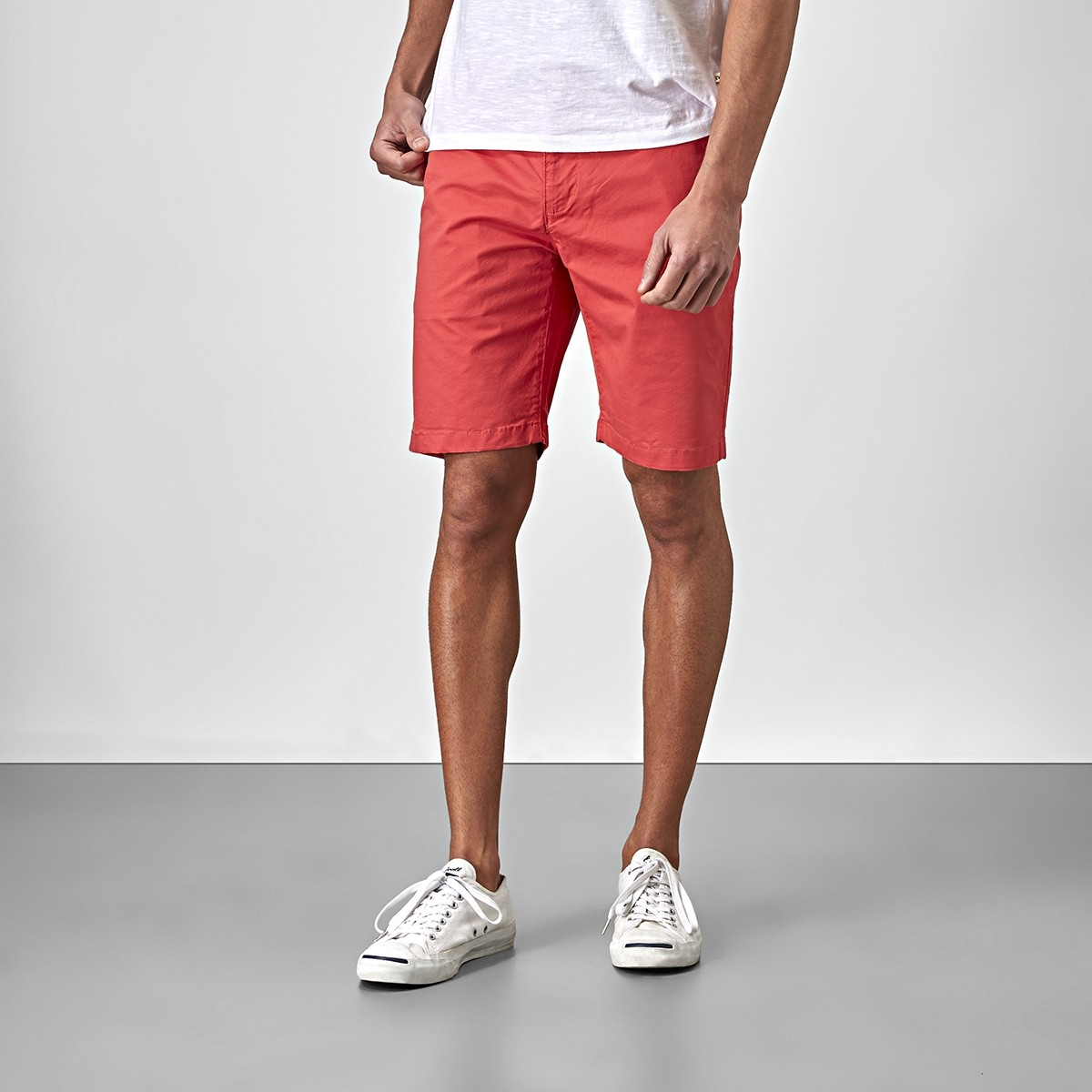 Bowery Chinos Shorts Röd | East West | Brothers.se