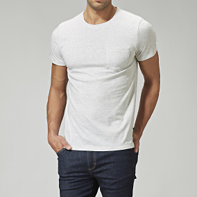 T-shirt från East West - offwhite | Brothers.se