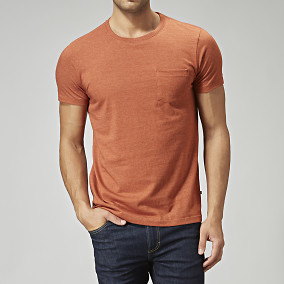 Orange t-shirt med ficka | East West | Brothers.se